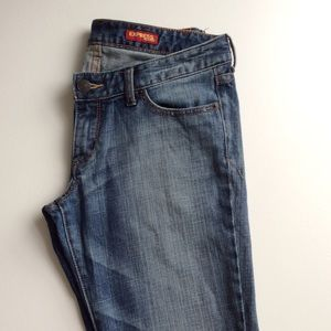 Fit and flare jeans, distressed. Express. Size: 8s